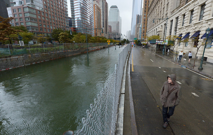 Effekterna av orkanen Sandy som var orsaken till att NYC Marathon ställdes in 2013. Översvämningar nere vid Battery Park